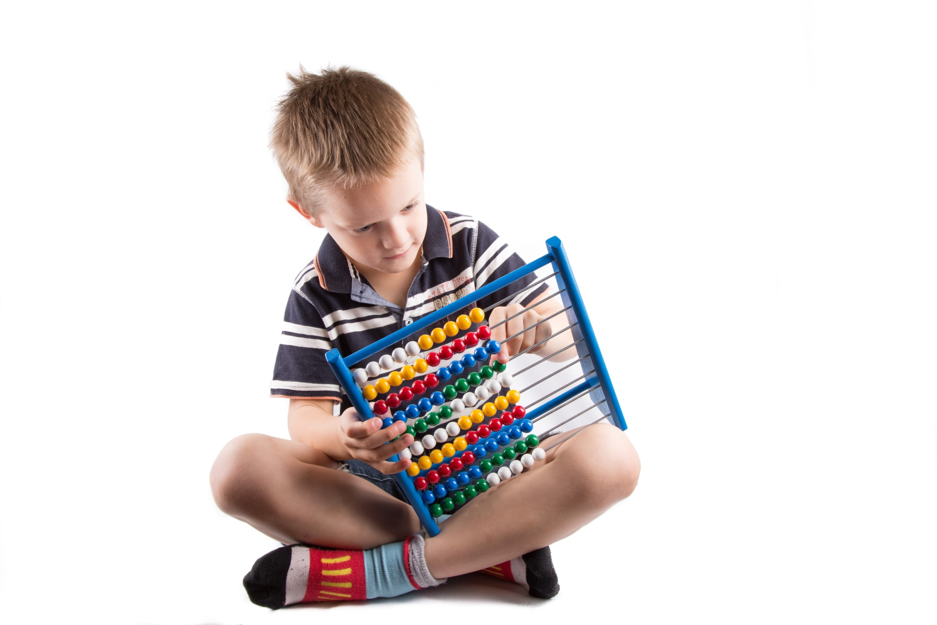little-boy-with-abacus-1463679229uKX